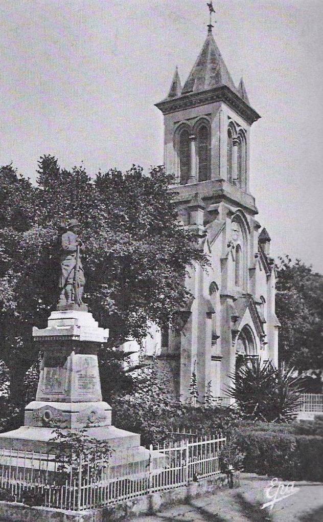 Le Monument aux morts et l'église.