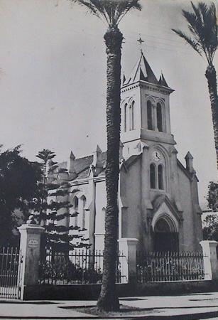 Le square de la reconnaissance à côté de l`église