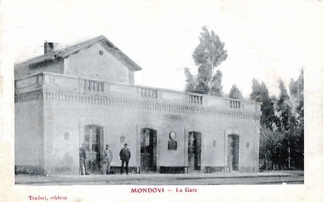La gare de Mondovi est tout près de la cave coopérative.