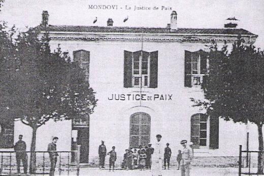Les locaux de la `justice de paix` sur la place du village.
